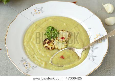 Delicious zucchini cream soup