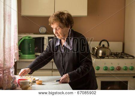 Senior woman in the kitchen.