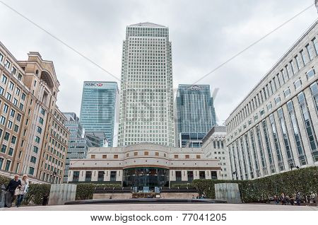 Cabot Square At Canary Wharf On A Cloudy Day