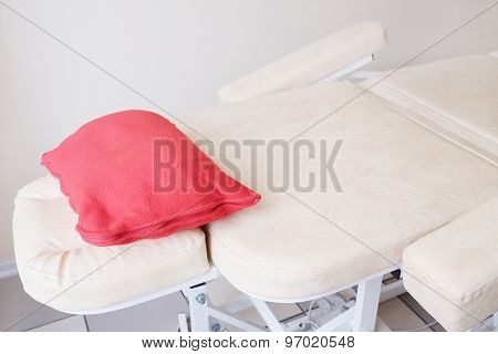 The image of a massage bed