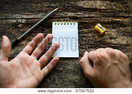 Man Shows That He Is Left-handed International Lefthanders Day