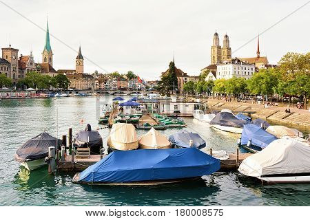 Grossmunster St Peter And Fraumunster And Boats At Limmat Zurich