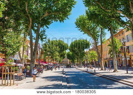 Street Cours Mirabeau In Aix-en-provence