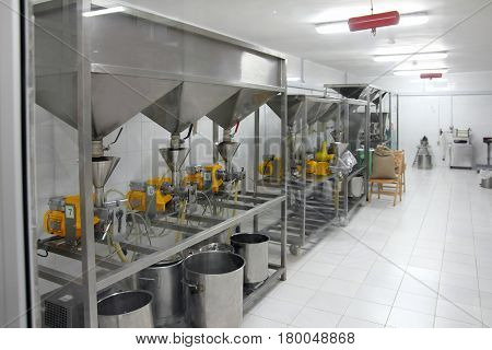 extraction of oils in a factory