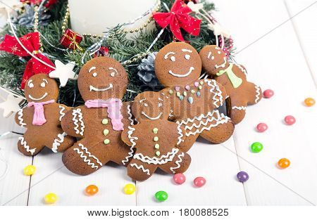 Family gingerbread men. Christmas gingerbread cookies. Cheerful holiday gingerbread.