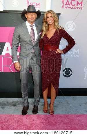 LAS VEGAS - APR 2:  Tim McGraw, Faith Hill at the Academy of Country Music Awards 2017 at T-Mobile Arena on April 2, 2017 in Las Vegas, NV
