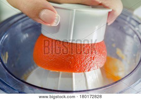 Preparation of orange juice with a juicer
