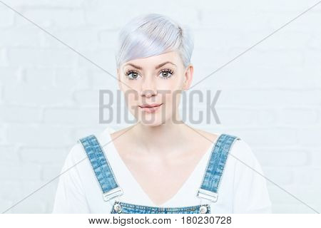 Portrait of beautiful young woman in twiggy-style.