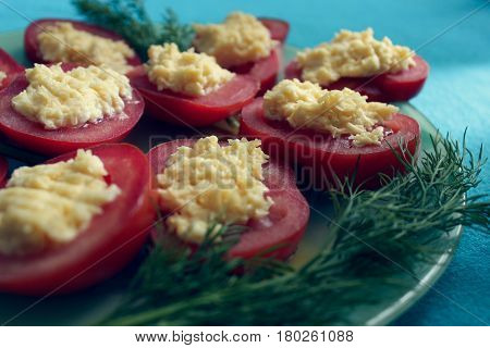 Light snack-stuffed tomatoes. With cheese and garlic.