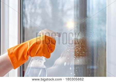 Cleaning Windows Using Cleaning Products.