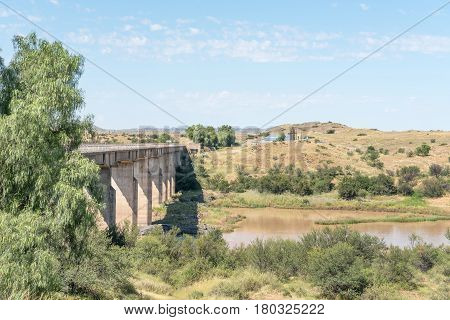 The bridge over the Gariep River (Orange River) between Philippolis and Colesberg. Water pumping infrastructure is visible on the wall of the river