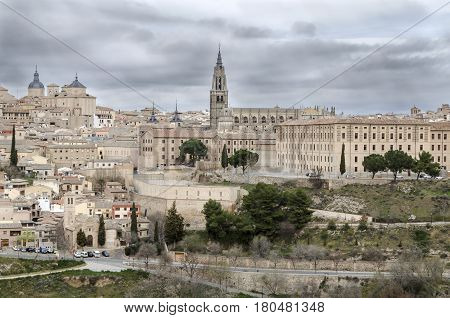 Toledo (Spanish: [toˈleðo]) is a city and municipality located in central Spain, it is the capital of the province of Toledo and the autonomous community of Castile-La Mancha.