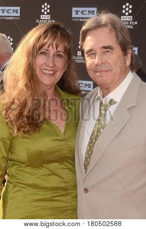 LOS ANGELES - APR 6:  Wendy Bridges, Beau Bridges at the 2017 TCM Classic Film Festival Opening Night Red Carpet at the TCL Chinese Theater IMAX on April 6, 2017 in Los Angeles, CA