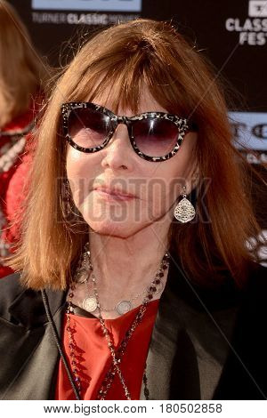 LOS ANGELES - APR 6:  Lee Grant at the 2017 TCM Classic Film Festival Opening Night Red Carpet at the TCL Chinese Theater IMAX on April 6, 2017 in Los Angeles, CA
