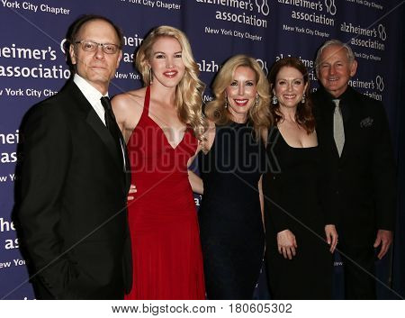 NEW YORK-JUN 8: David Hyde Pierce, Ashley Campbell, Kim Campbell, Julianne Moore & Victor Garber at Alzheimer's Association 2015