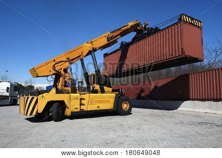 Container Handling Vehicle Maneuvering With Load