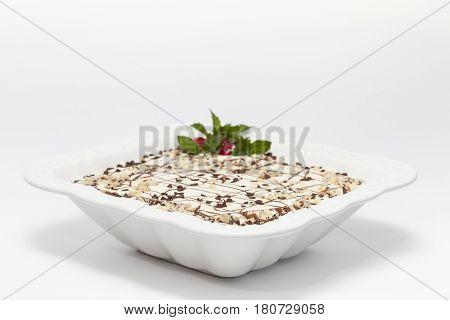 Napoleon dessert preparation : Decorated Napoleon dessert in a white bowl