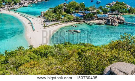Beach between Koh Nangyuan Islands on Sunny Day surraunded by Beautiful Clear Blue Water, Surat Thani, Thailand.