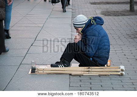 the disabled man asking for money on Square Vosstaniya in St. Petersburg 30.03.2017