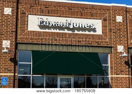 Lafayette - Circa April 2017: Edward Jones Consumer Investment And Financial Services Firm Location