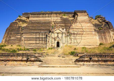 Mingun Pahtodawgyi Temple in Mandalay, Myanmar ( Burma )