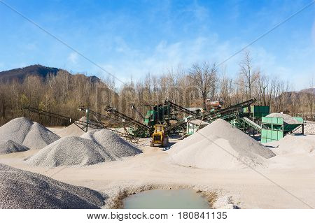 Extraction gravel. Machinery distribution and classification by size gravel. Conveyors for transporting gravel.Gravel quarry. Construction industry.