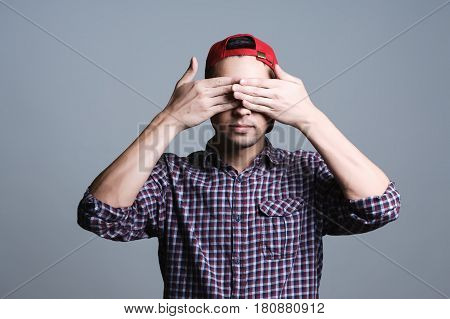 can not see anything, guy covered his eyes