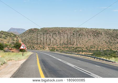 Start of the Paardekloof Pass on the N9 road to the north of Graaff-Reinet in the Eastern Cape Province of South Africa