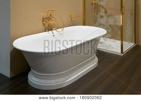 White top ceramic bath glossy gold mixer and enclosed shower