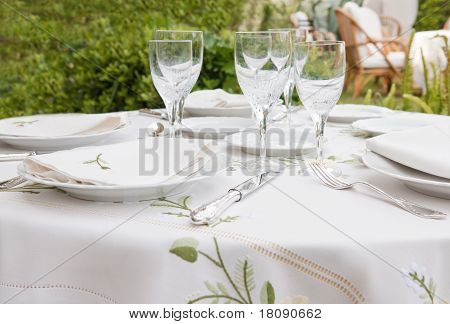 Table Arangement For Garden Banquet