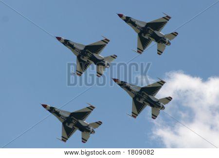 Four Airforce Thunderbirds