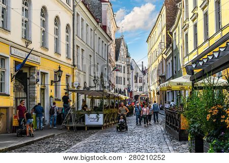 Tallinn, Estonia - September 9 2018: Tourists Sightsee And Enjoy Sidewalk Cafes In The Historic Old