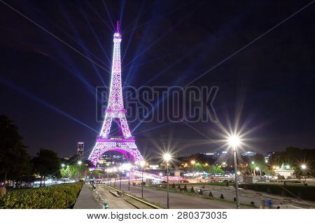 Paris, France - October 01, 2018: View Of The Eiffel Tower During The Festival To Combat Breast Canc