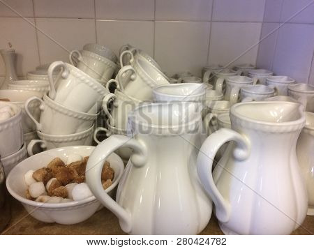 White Chine Porcelain Set For Special Functions