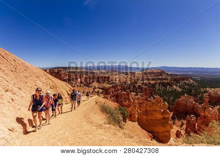 Bryce Canyon, Utah, Usa - May 25, 2018:  Unidentified People Trekking In Bryce Canyon