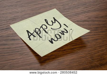 Sticky Note With The Text Apply Now