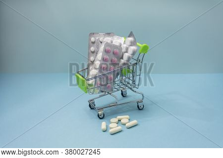 Purchase Of Pills And Various Medicines. An Idea For Healthcare And Pharmaceutical Company. Trolley