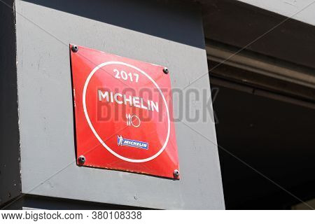 Bordeaux , Aquitaine / France - 08 04 2020 : Michelin Star Guide Plate Sign With Logo On Good Restau