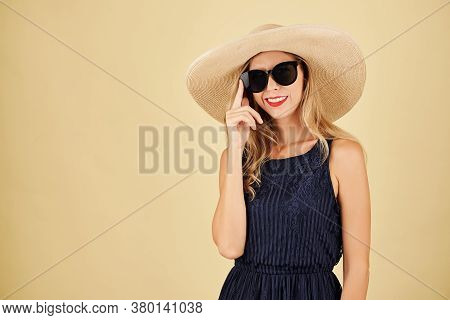 Portrait Of Beautful Elegant Smiling Young Woman In Sunglasses And Straw Hat