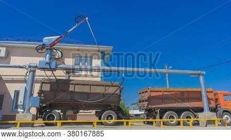 Probe Tester Plunges Into The Truck Trailer To Collect Wheat For Quality Analysis. Automatic Control