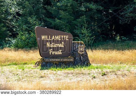 Oregon, Usa - August 2, 2020: Sign For The Willamette National Forest In Central Oregon