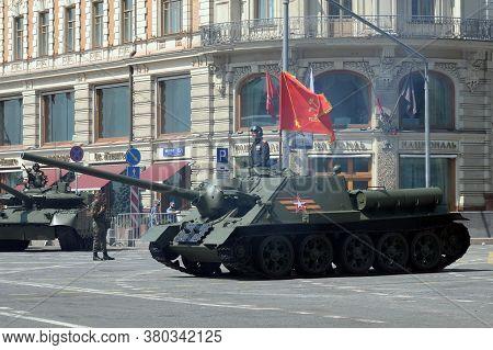 Moscow, Russia - June 20, 2020:su-100 Self-propelled Artillery Unit On Tverskaya Street In Moscow Du