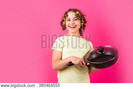 Shop Home Utensils. Kitchen Accessories. Culinary And House Duties. Stereotype Housewife Style. Smal