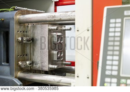 Metal Mould Or Plastic Injection Mold Setup On High Pressure Injection Molding Machine For Mass Prod