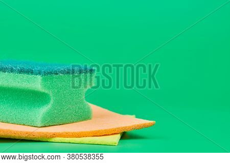 Green Sponge For Cleaning, Housekeeping And Washing Dishes. Soft And Hard Double-sided Sponge. Minim