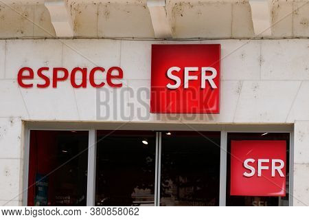Bordeaux , Aquitaine / France - 08 10 2020 : Sfr Espace Logo Sign And Text On Store French Phone Ope