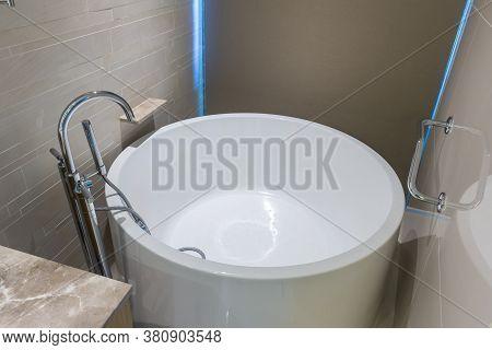White Round Bathtub. Modern White House Bathroom Bathtub. Bathroom Interior In Cozy Colors With Mode