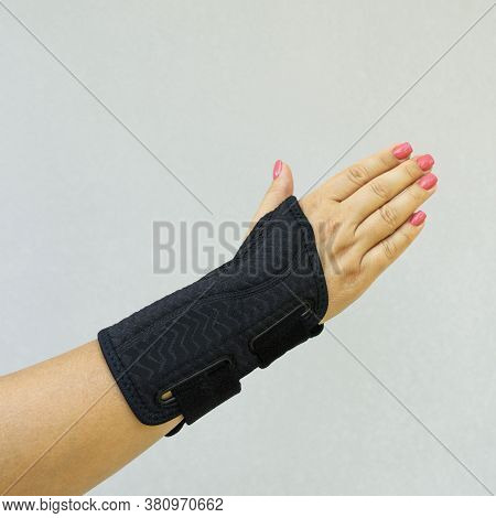 Wrist Brace For The Treatment Of Carpal Tunnel Syndrome Or Median Nerve Compression, Numbness Hand