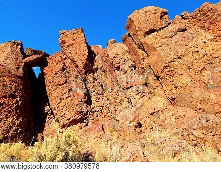 Leaning Rocks - Red Rock Formations At Jasper Rocks In The Late Fall - Crooked River National Grassl