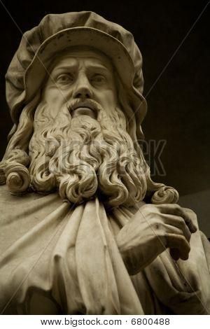 marble sculpture of Leonardo Davinci, Gallery, Uffizi, museum, scientist, inventor, genius, designer, painter